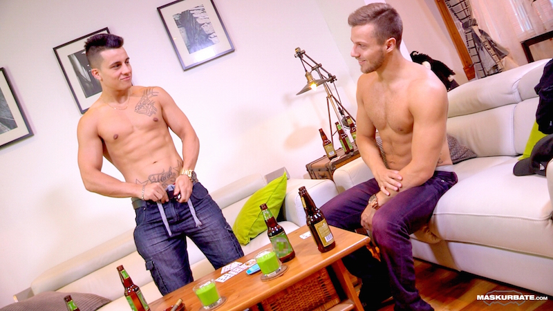 2 straight jocks get naked together