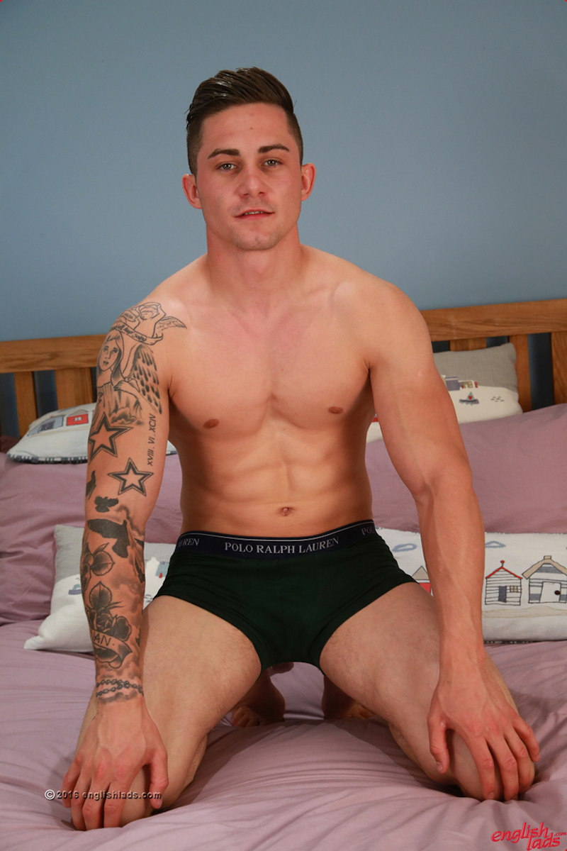 stroking-uncut-cock-straight-jock-hugo-jones 6