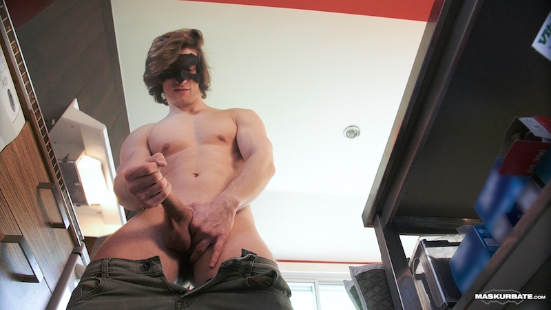 muscle guy wanking his uncut dick
