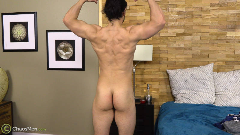 naked bodybuilder showing his ass