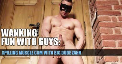 Muscle man jerk off with Zahn